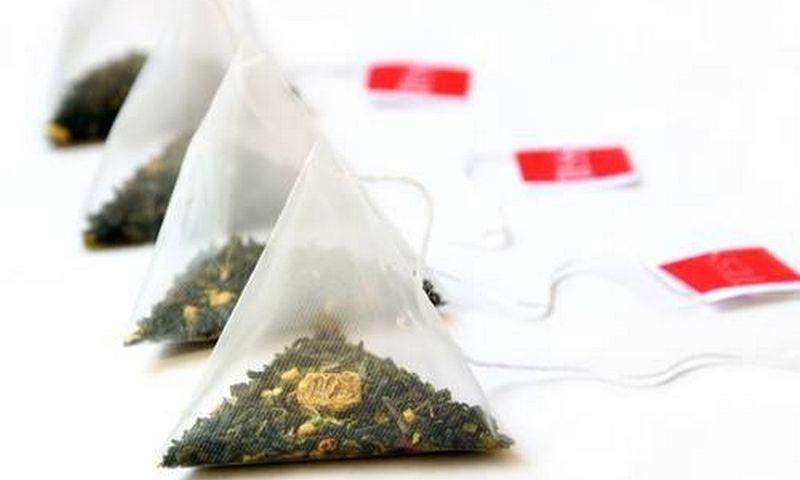 """Teigiama, jog plastikinis arbatos maišelis puodelyje palieka milijardus plastiko dalelių.  """"www.mattonstock.com"""" nuotr."""