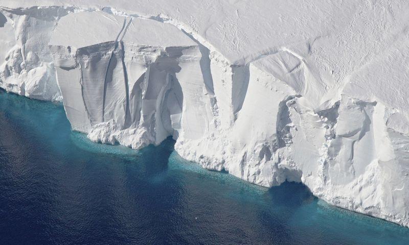 """Skaičiuojama, jog prireiks keleto metų, kol ledkalnis suskils į mažesnius ir visiškai ištirps. Jeremy Harbeck (""""AP""""/""""Scanpix"""") nuotr."""