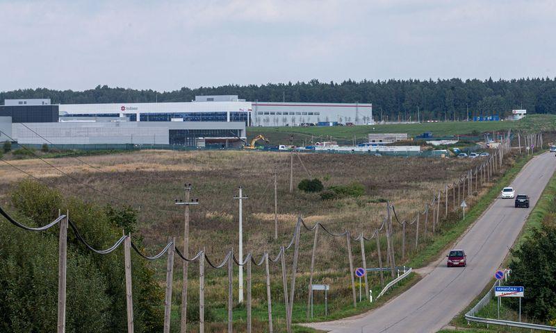 """Baigiama statyti """"Continental Automotive Lithuania"""" gamykla. Juditos Grigelytės (VŽ) nuotr."""