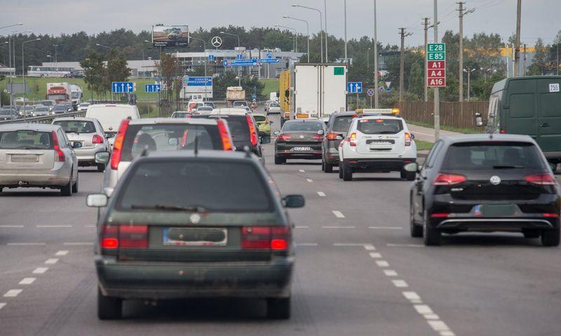 2020 m. Lietuvoje ketinama įvesti automobilių taršos mokestį, kuris turėtų paskatinti mažiau taršių automobilių naudojimą. Juditos Grigelytės (VŽ) nuotr.
