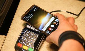 Mokėjimų kortele, telefonu ir banko pavedimais 2018 m. atlikta 14% daugiau nei 2017 m.