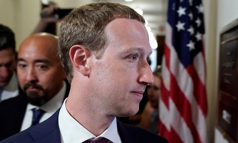 "Markas Zuckerbergas. Joshua Robertsas (""Reuters"" / ""Scanpix"") nuotr."