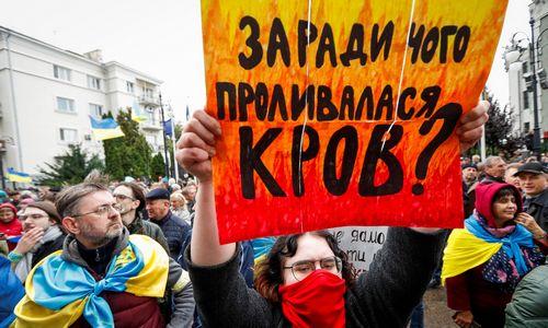 Kijeve – tūkstantinė demonstracija prieš V. Zelenskio planą Rytų Ukrainai