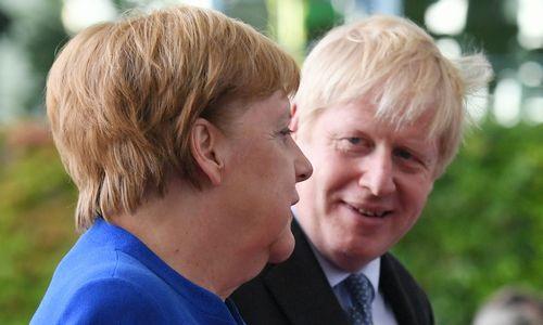 """Žiniasklaida: po pokalbio su A. Merkel B. Johnsonas nebesitiki """"Brexit"""" susitarimo"""