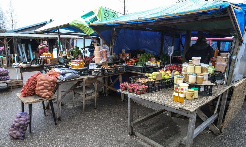 Šakių turguje irgi rasta nesąžiningų prekiautojų. Vladimiro Ivanovo (VŽ) nuotr.