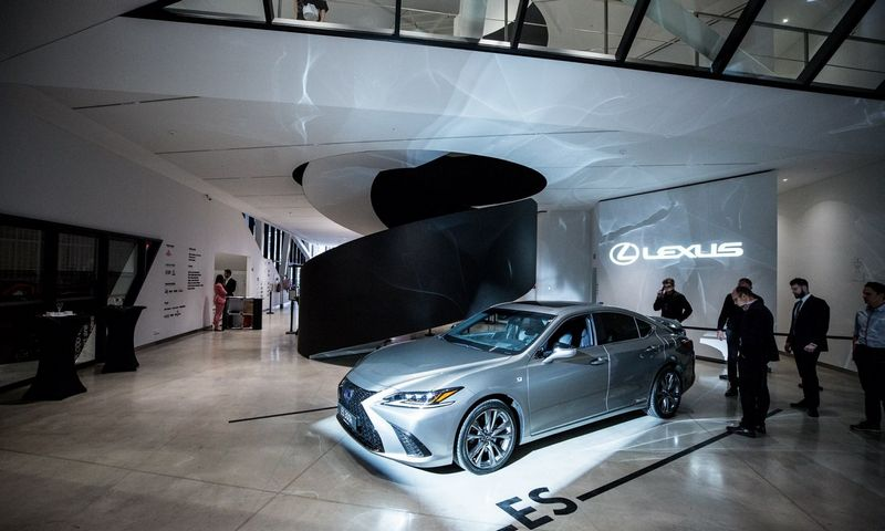 """MO muziejuje pristatytas naujasis sedanas """"Lexus ES"""""""