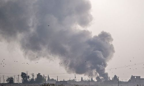 Turkija Sirijoje pradėjo ir sausumos puolimą, tūkstančiai žmonių pasitraukė iš pasienio miestų