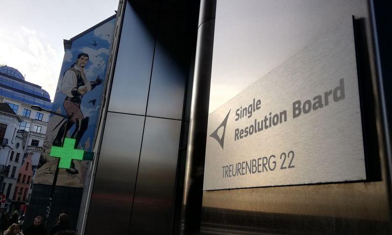 Bendros pertvarkymo valdybos, atsakingos už žlungančių Europos bankų pertvarkymą, iškaba Briuselyje. Pauliaus Čiulados (VŽ) nuotr.