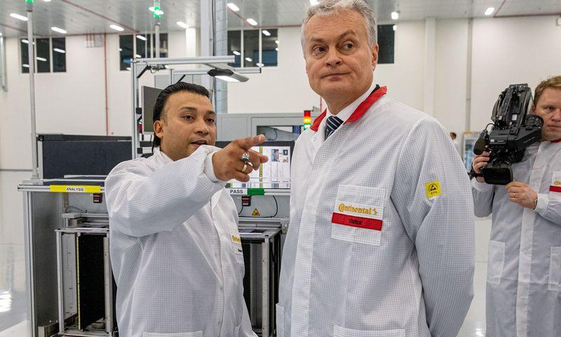 """Shayanas Ali, """"Continental Automotive Lithuania"""" vadovas, ir gamyklos atidaryme apsilankęs Gitanas Nausėda, Lietuvos prezidentas. Vladimiro Ivanovo (VŽ) nuotr."""