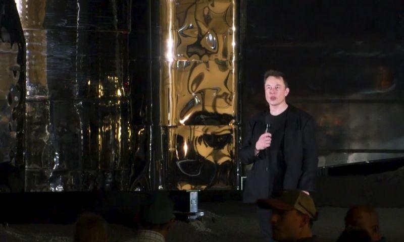 """Elonas Muskas supažindino su erdvėlaivio """"Starship"""" kūrimo naujienomis. AP nuotr."""