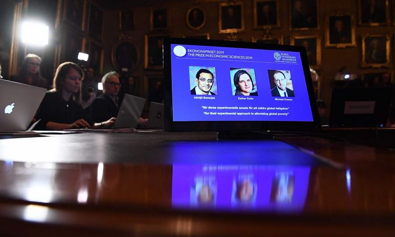 "Nobelio ekonomikos premija skirta trims JAV mokslininkams. Jonathan Nackstrand (""AFT""/""Scanpix"") nuotr."