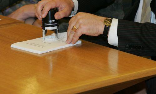 Lietuvos bankas: bankai neturėtų riboti klientų pasirinkimo dėl notarų