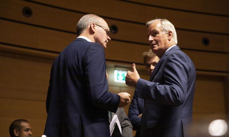 """ES ir JK skuba susitarti dėl """"Brexit"""" susitarimo iki vidurnakčio"""