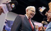 """Ilgametis """"Berkshire Hathaway"""" akcininkas pardavė akcijas: nebetiki W. Buffettu"""