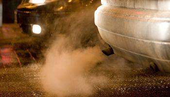 Vyriausybė palaimino taršių automobilių mokestį