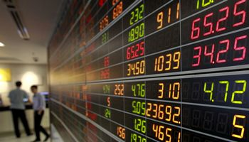 Taisyklė portfelyje turėti 60% akcijų ir 40% obligacijų nebeveikia, teigia analitikai
