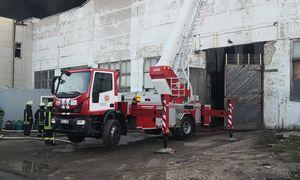 Alytuje greta padangų perdirbimo gamyklos dega padangos, vyksta ekstremaliųjų situacijų posėdis