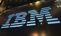 IBM pajamos mažėjo penktą ketvirtį iš eilės