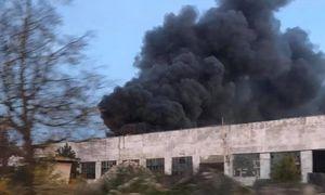 Teisėsauga pradėjo tyrimą dėl gaisro padangų perdirbimo įmonėje Alytuje