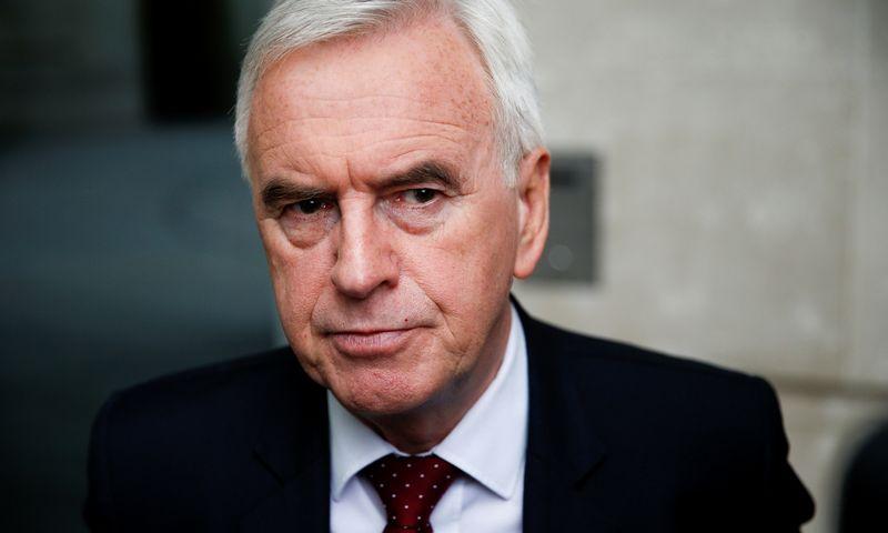 """Johnas McDonnellis, Jungtinės Karalystės leiboristų partijos šešėlinis kancleris. HENRY NICHOLLSO (""""Reuters"""" / """"Scanpix"""") NUOTR."""