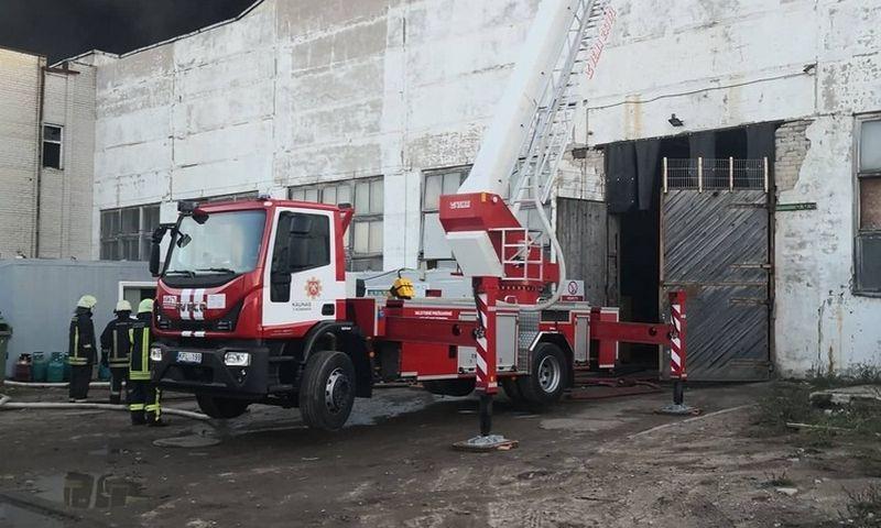 Gaisras padangų perdirbimo įmonėje Alytuje kilo spalio 16 d. Įmonės nuotr.