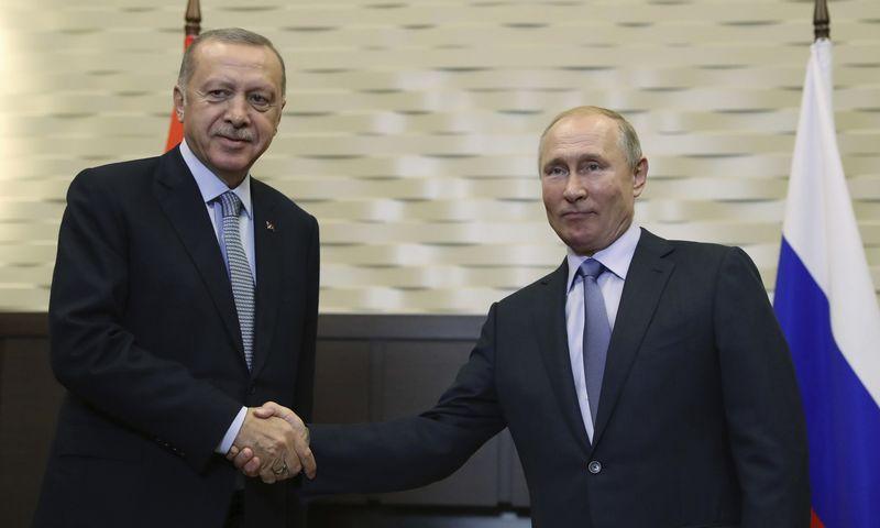 """Vladimiras Putinas, Rusijos prezidentas, ir Recepas Tayyipas Erdoganas, Turkijos prezidentas. (""""AP"""" / """"Scanpix"""")nuotr."""