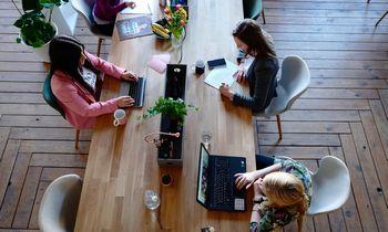 Kokių veiksmų gali imtis darbdavys, kad užtikrintų lygias galimybes darbuotojams?