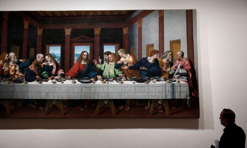 """L. da Vinci """"Paskutinė vakarienė"""" parodoje Paryžiaus Luvre. Benoit Tessier (""""Reuters""""/""""Scanpix"""") nuotr."""