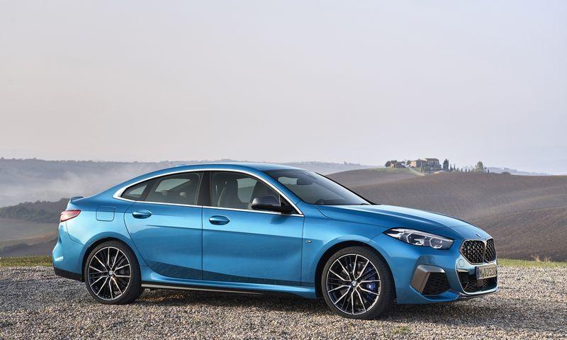 "Rinkoje 2-os serijos ""Gran Coupe"" konkuruos su analogiško formato ""Mercedes-Benz CLA"". BMW AG nuotr."