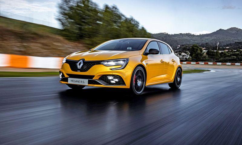 """Palyginti subtilūs išoriniai """"Trophy"""" akcentai slepia radikalius sportiškus sprendimus. """"Renault S.A."""" nuotr."""