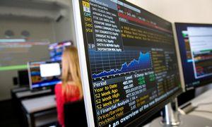Biržose dominuoja rezultatų ir centrinių bankų temos