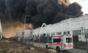 Aplinkosaugininkai pradėjo neplaninį Alytuje degusios įmonės patikrinimą