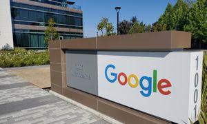"""""""Google"""" savininkės pelnas neatitiko lūkesčių: akcijos atpigo 2%"""