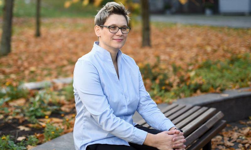 """Vilma Gabrieliūtė, LGKT Lygių galimybių integravimo skyriaus vyr. patarėja: """"Užtikrinti lygias galimybes ir gebėti valdyti įvairovę nelengva, tačiau verta. Nuo ko pradėti, darbdaviai gali sužinoti svetainėje www.naujistandartai.lt arba konsultuodamiesi su LGKT ekspertais."""""""