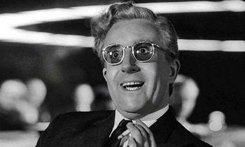 Kino klasika: kaip nenustoti jaudintis dėl Daktaro Streindžlavo meilės atominei bombai