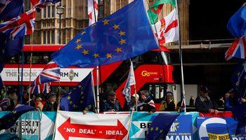 """Pavėlinus """"Brexit"""",lietuvių teisinė padėtis JK nepasikeis"""
