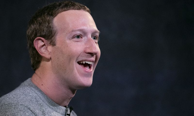 """""""Facebook"""" CEO Markas Zuckerbergas Mark Lennihan (AP / """"Scanpix"""") nuotr."""