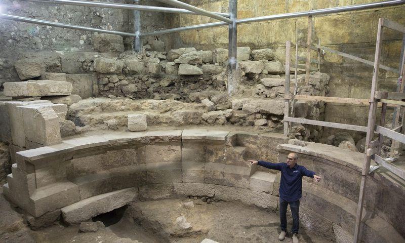 "Romėnų eros teatro liekanos senojoje Jeruzalėje.  Sebastiano Scheinerio (AP / ""Scanpix"") nuotr."