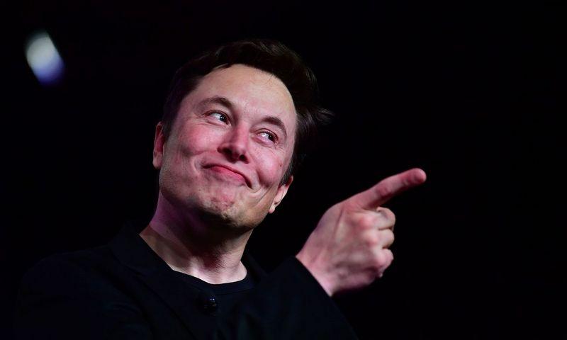 """Elonas Muskas, inovacijų kūrėjas ir inžinierius, """"Tesla"""" ir """"SpaceX"""" įkūrėjas, ragina išeiti iš susirinkimo, jei šis nesuteikia jokios naudos. Frederico J. Browno (AFP / """"Scanpix"""") nuotr."""