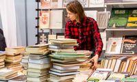 Naujų knygų lentynoje – pikčiausias visuomenės priešas ir tikros istorijos