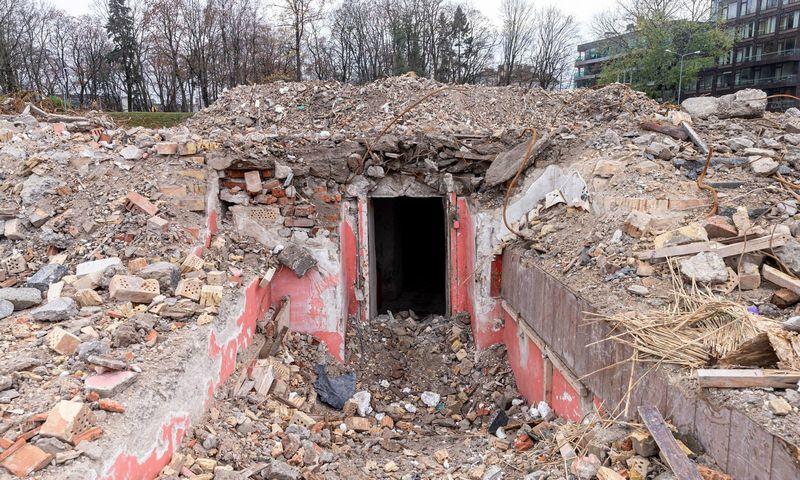 Po nugriautais buvusiais Profsąjungų rūmais aptikta didžiulė slėptuvė. Juditos Grigelytės (VŽ) nuotr.