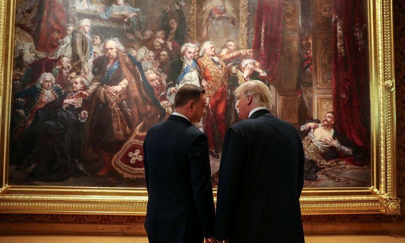 """Prezidentas Donaldas Trumpas pirmą kartą atvažiavo į Lenkiją 2017 m. liepą, pakeliui į G 20 viršūnių susitikimą Vokietijoje. """"Reuters"""" nuotr."""