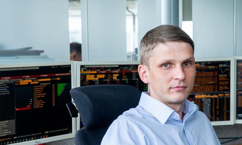 """Eduardas Petrulis, AB """"SEB bankas"""" Finansų rinkų departamento vyriausiasis finansų analitikas. Juditos Grigelytės (VŽ) nuotr."""