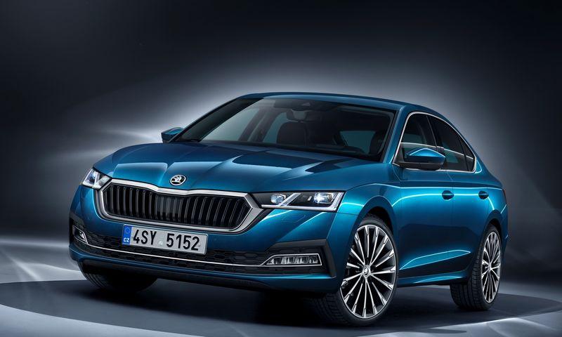 """""""Octavia"""" žada dar daugiau naudingos erdvės, naujas technologijas ir hibridines versijas. """"Škoda Auto"""" nuotr."""