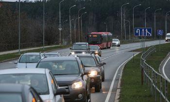Seimas imasi taršių automobilių mokesčio įvedimo