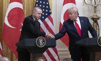 Prezidentas D. Trumpas apkaltos nestebėjo, nes susitiko su Turkijos prezidentu