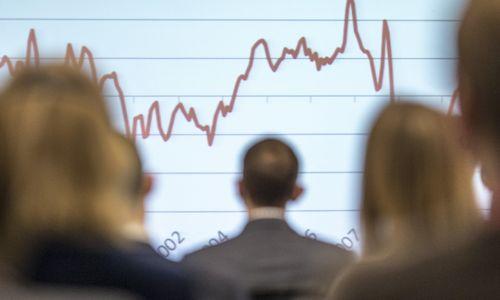 ES ekonomikos augimas ilgam gulasi į L formos kreivę