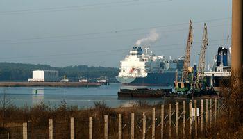"""2020 m. """"Klaipėdos nafta"""" brangins terminalo paslaugas, mažins mokestį"""
