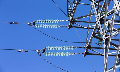 VERT patvirtino dujų skirstymo ir elektros persiuntimo kainas 2020 metams