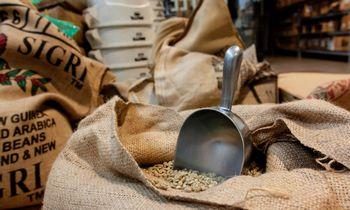 Šveicarai ir toliau kaups kavos atsargas karui